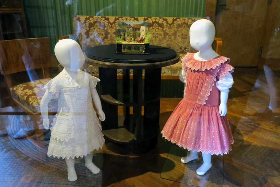 子どもは愛されたのか?ヨーロッパの子ども服の歴史」 柳原